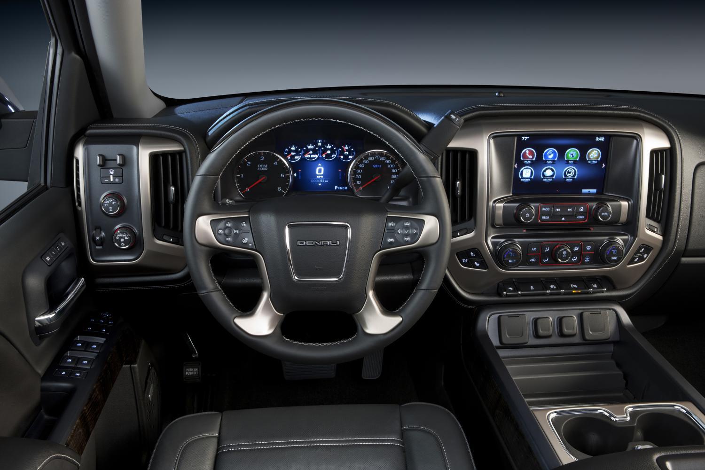 2014-GMC-Sierra-Denali-high-tech-interior-037