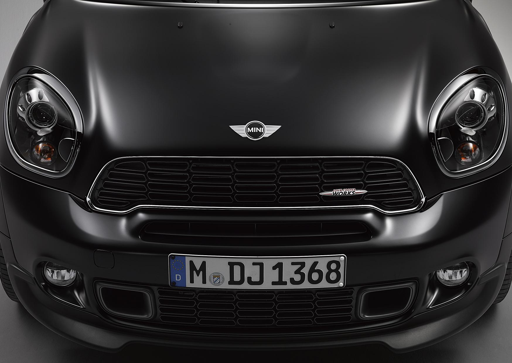 MINI NOW WITH EXCLUSIVE FROZEN BLACK METALLIC PAINT FINISH