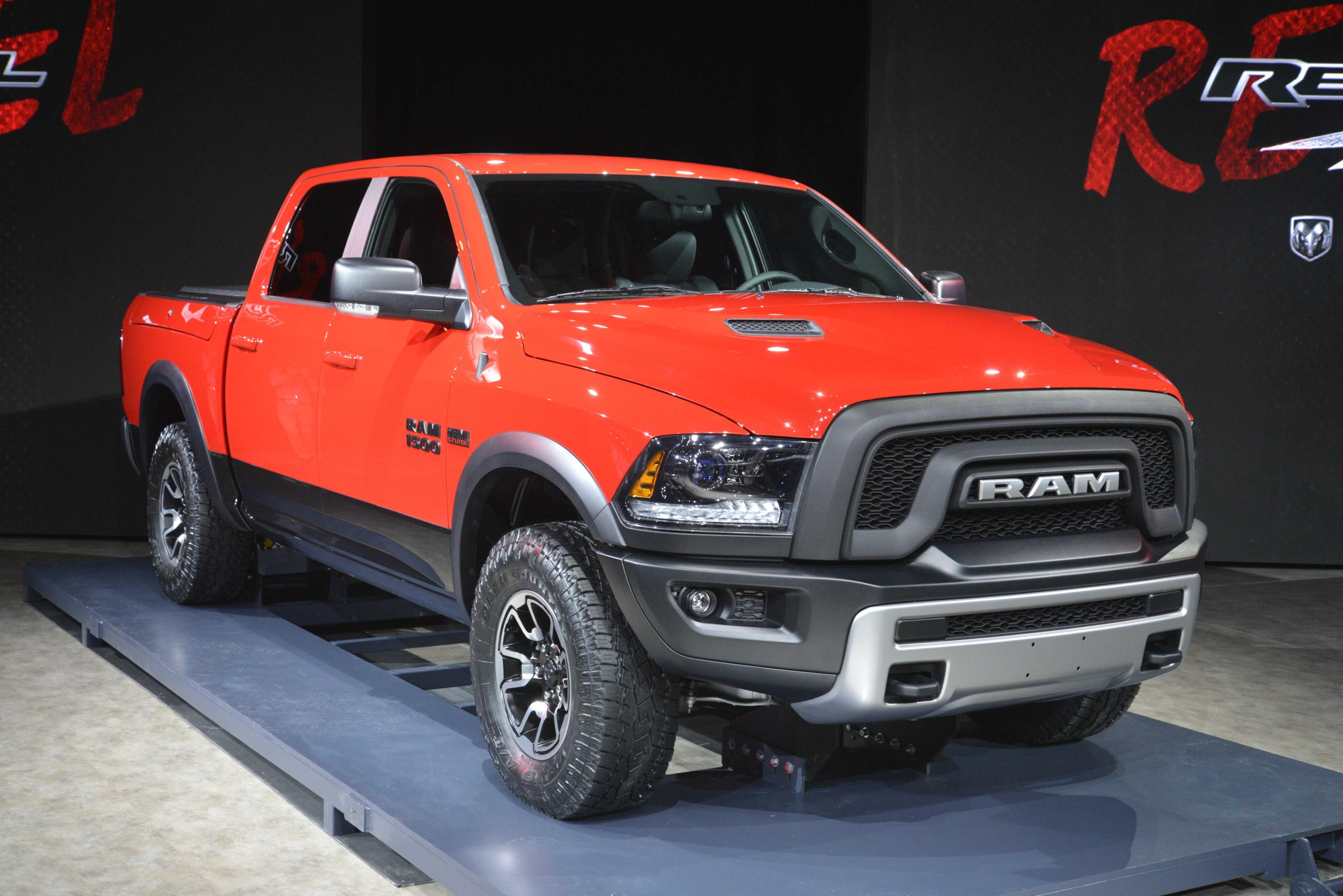 new 2015 ram 1500 rebel makes a statement. Black Bedroom Furniture Sets. Home Design Ideas