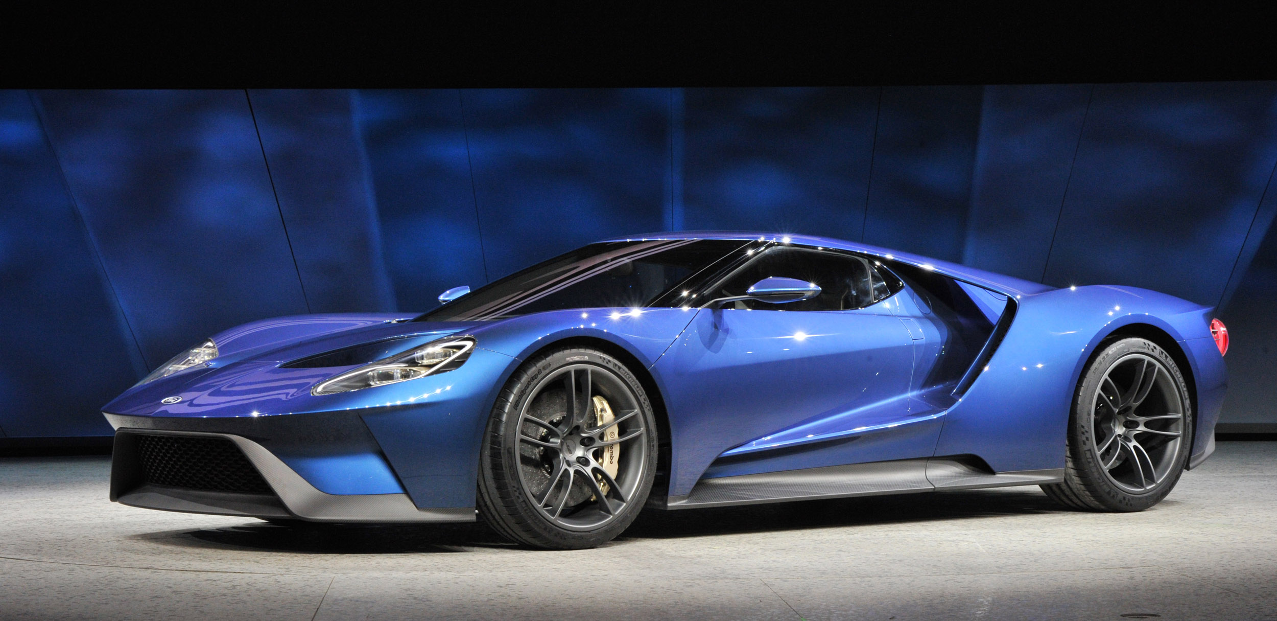 ALL-NEW FORD GT CARBON FIBER SUPERCAR