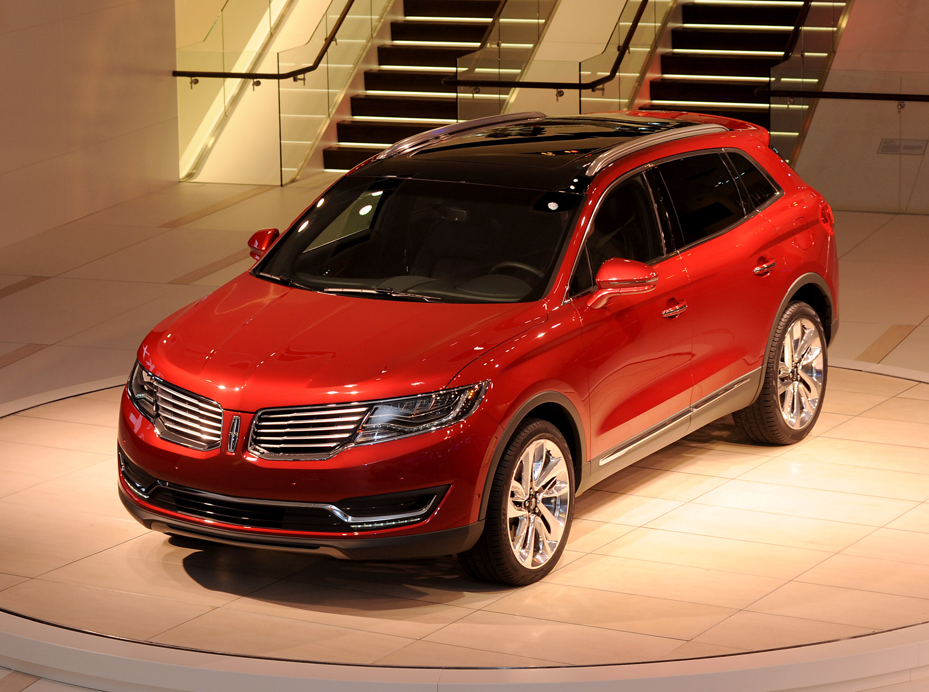 all new lincoln mkx delivers personal luxury to attract new global customers. Black Bedroom Furniture Sets. Home Design Ideas