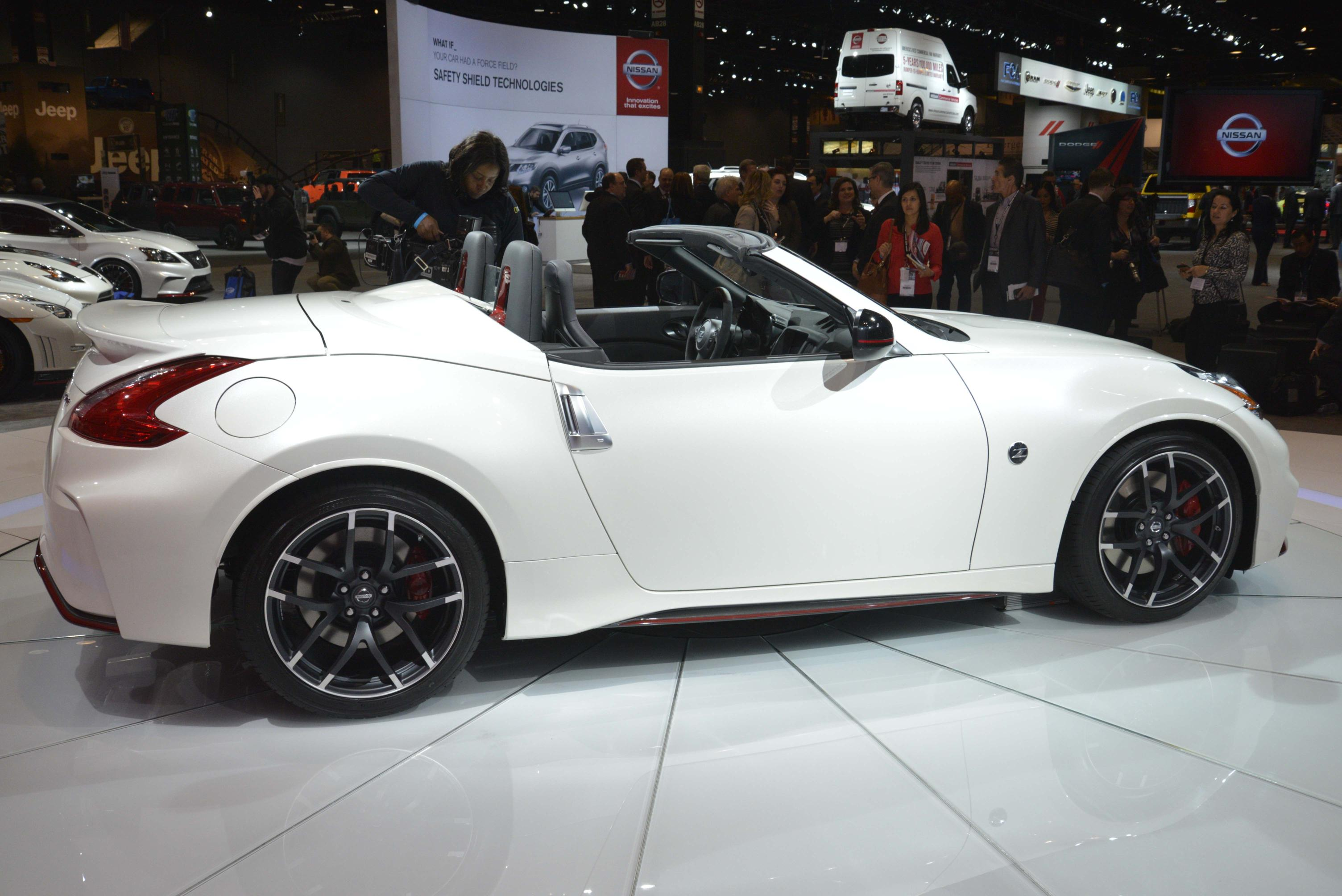nissan 370z nismo roadster concept makes world debut at 2015 chicago auto show. Black Bedroom Furniture Sets. Home Design Ideas