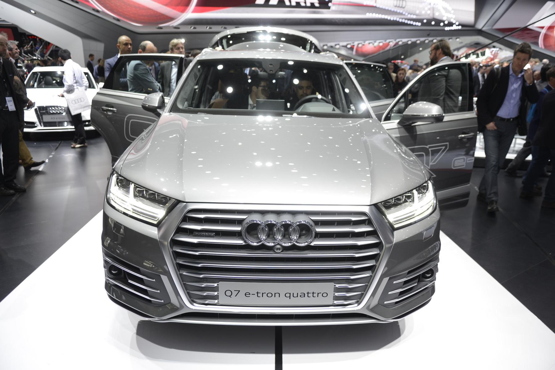 Audi Q7 e-tron quattro (front)