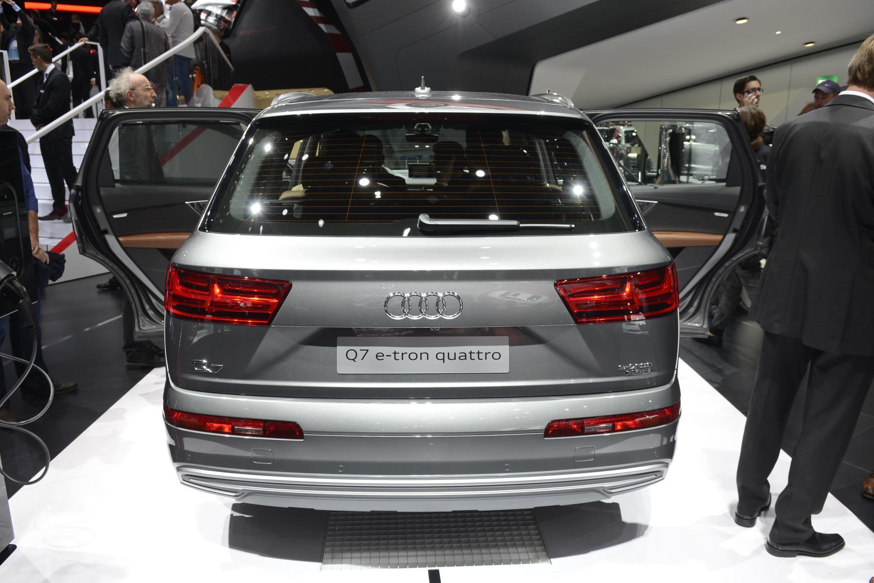 Audi Q7 e-tron quattro (rear)
