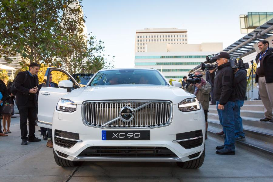 169522_Semi_autonomous_Volvo_XC90_drives_Los_Angeles_Mayor_Eric_Garcetti_to