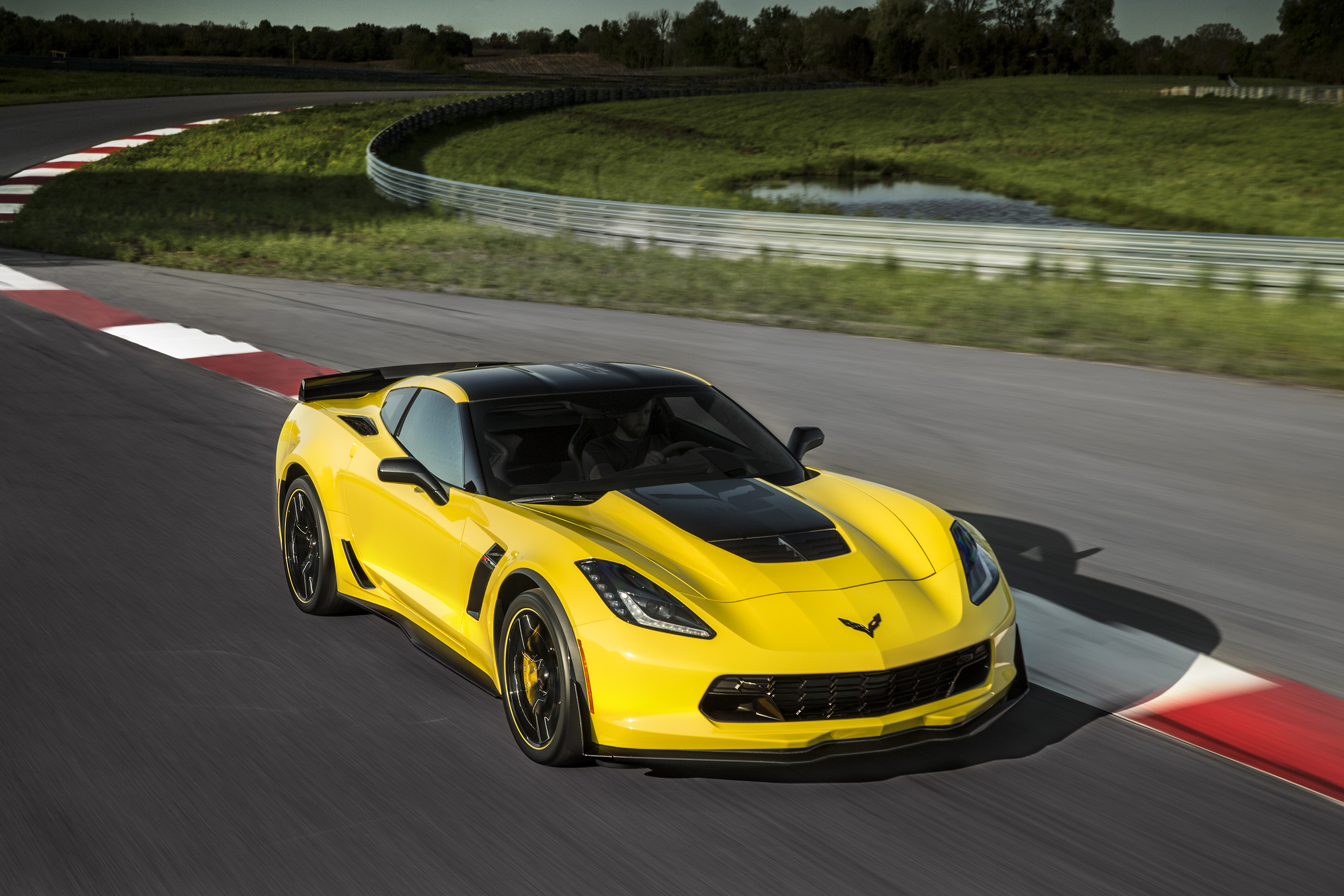 Corvette Z06 C7 R Edition Pays Tribute To Racing Legacy