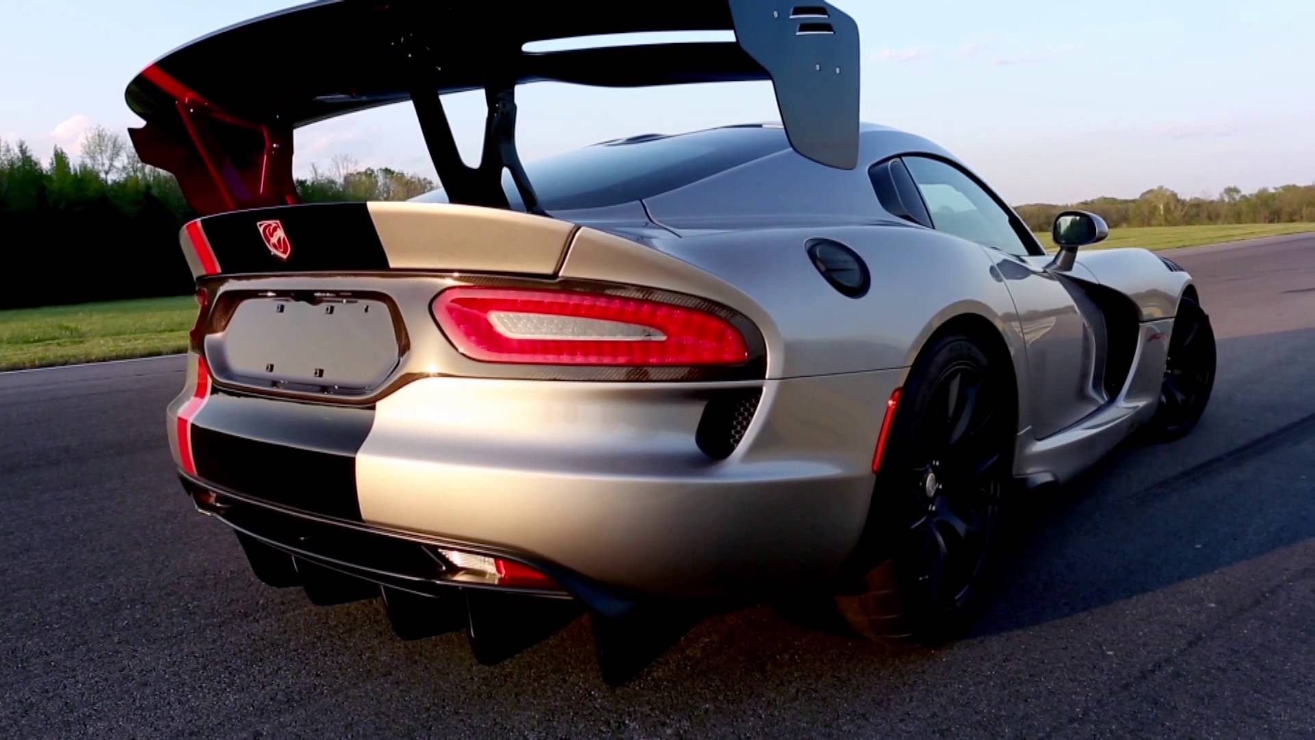 2016 dodge viper acr is undisputed track record king. Black Bedroom Furniture Sets. Home Design Ideas
