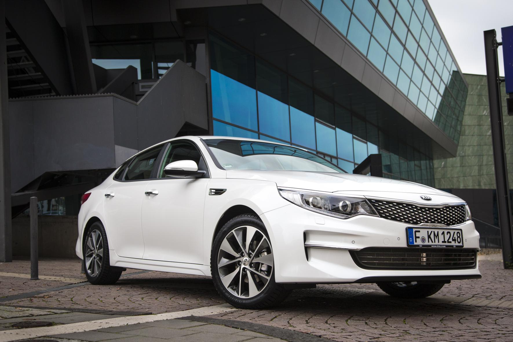 Kia Optima: Cleaning the Upholstery and Interior Trim