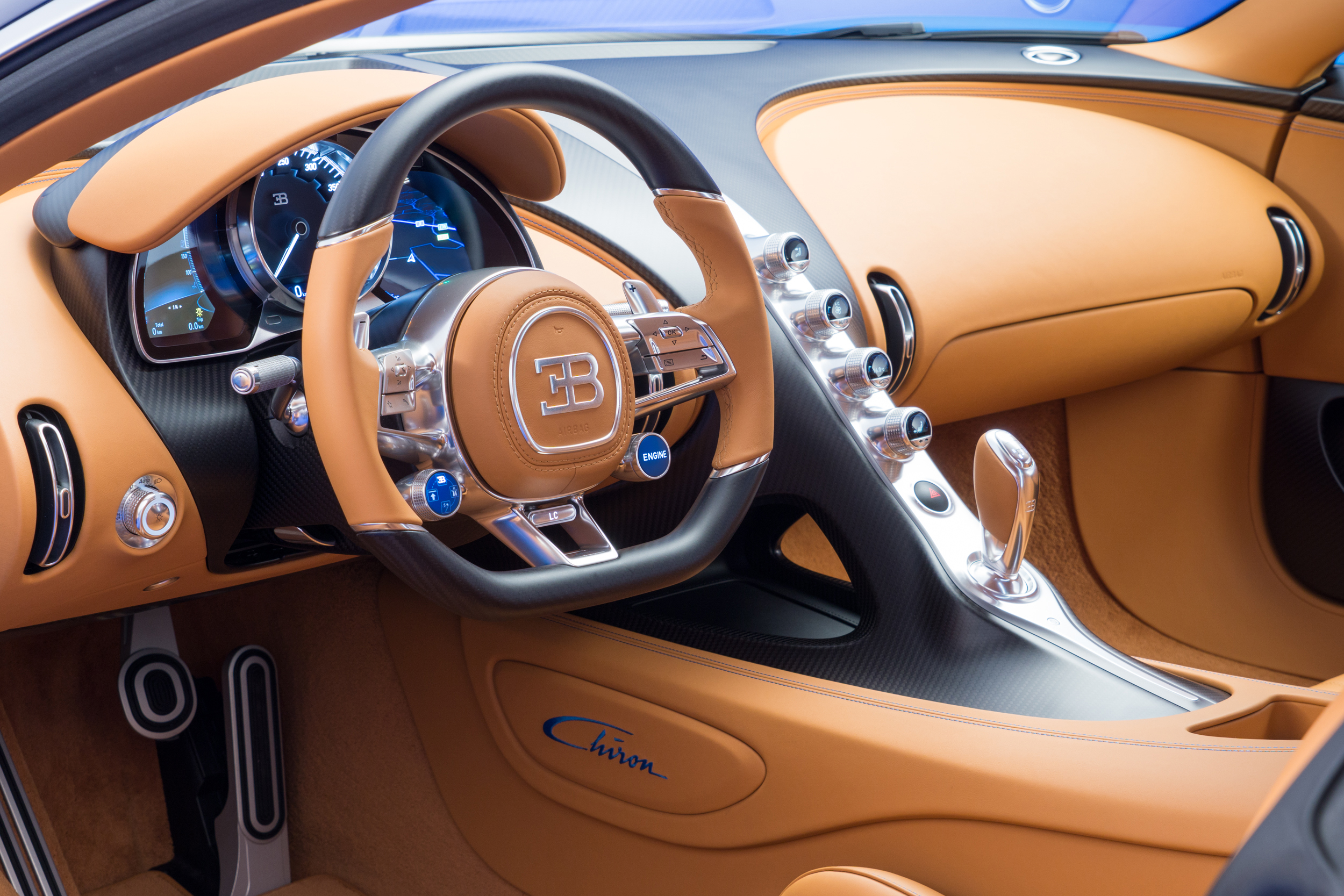 19_CHIRON_steering-wheel-side_WEB