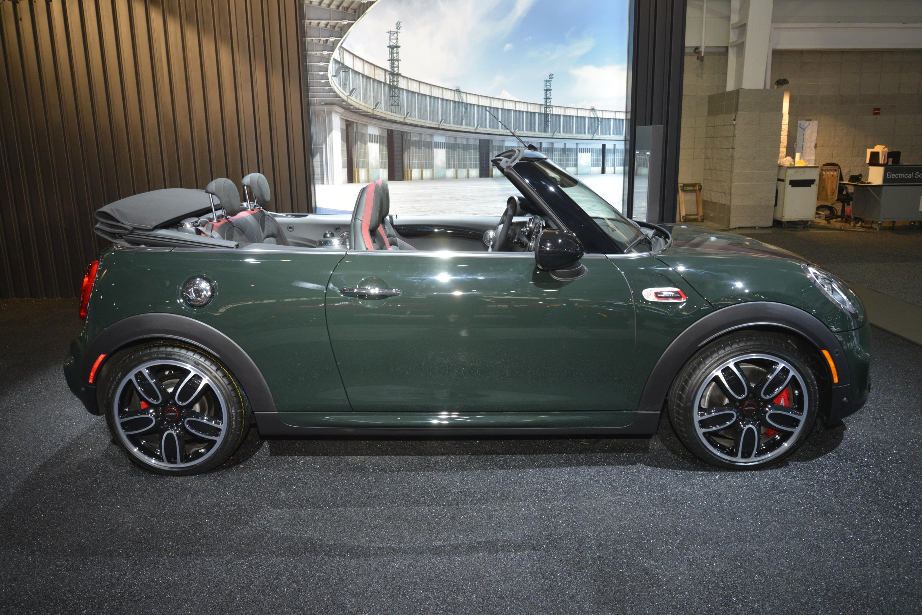 MINI CLUBMAN ALL4 AND JOHN COOPER WORKS CONVERTIBLE