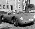Dirigent Herbert von Karaja _middle_ picks up his 550 A Spyder_ 1960
