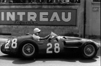 Stirling-Moss-driving-Maserati-250F