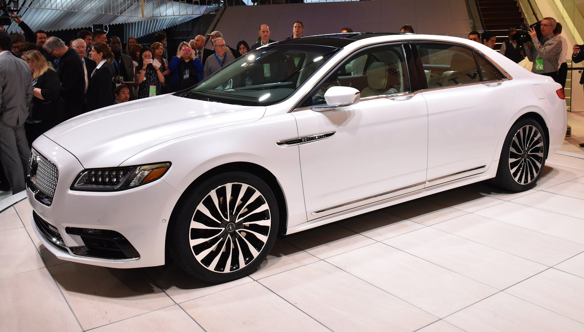 "Detroit, January 12, 2016 --€"" Journalists from around the world with the all-new Lincoln Continental, revealed today at the North American International Auto Show. Beginning this fall, Continental offers first-class travel for clients in America and China, bringing warm, human touches and a contemporary design."