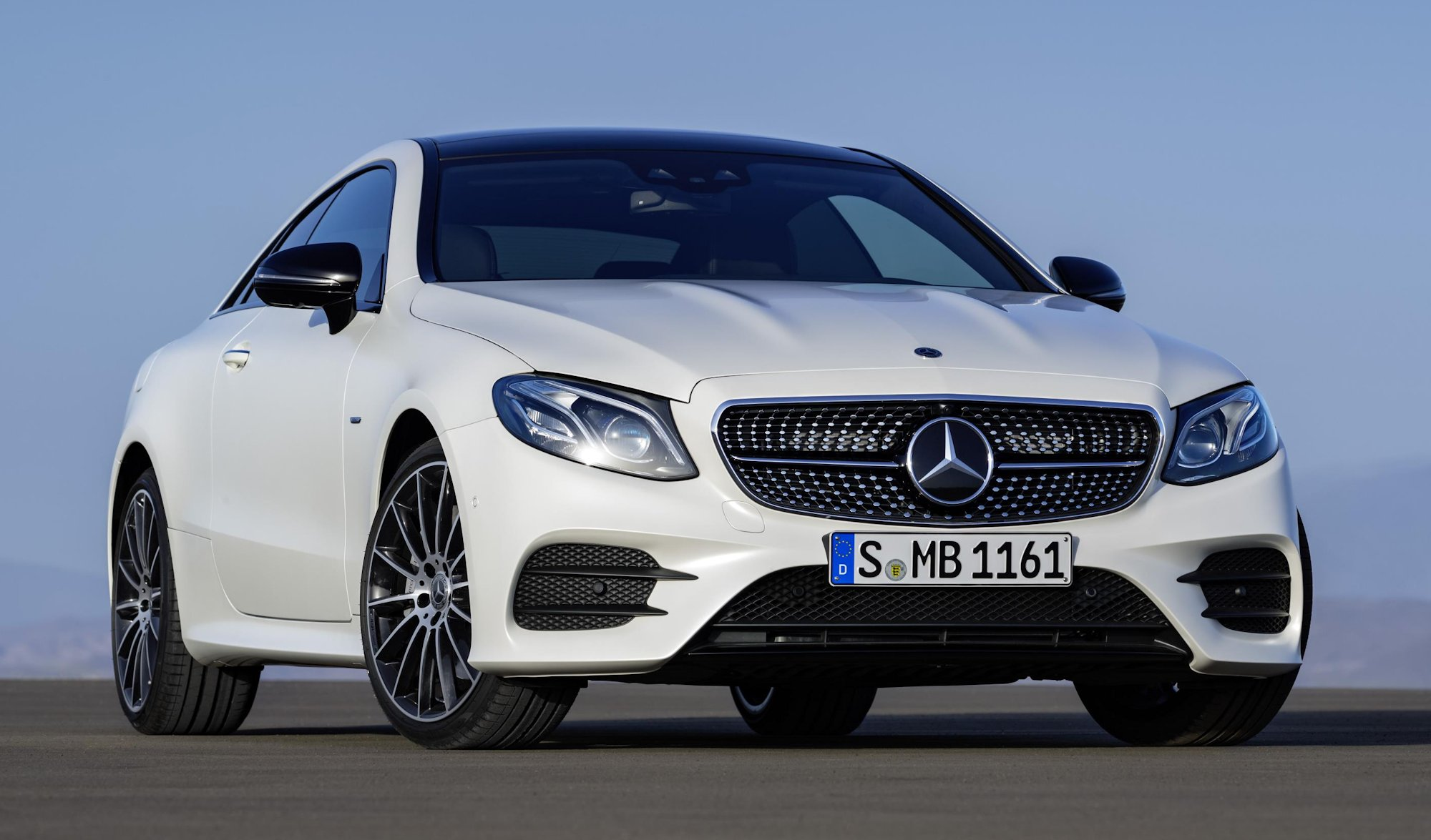 New mercedes benz e class coupe for Mercedes benz glowing star