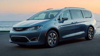 ALL-NEW 2017 CHRYSLER PACIFICA HYBRID OFFERS TECHNOLOGY TO HELP DRIVERS