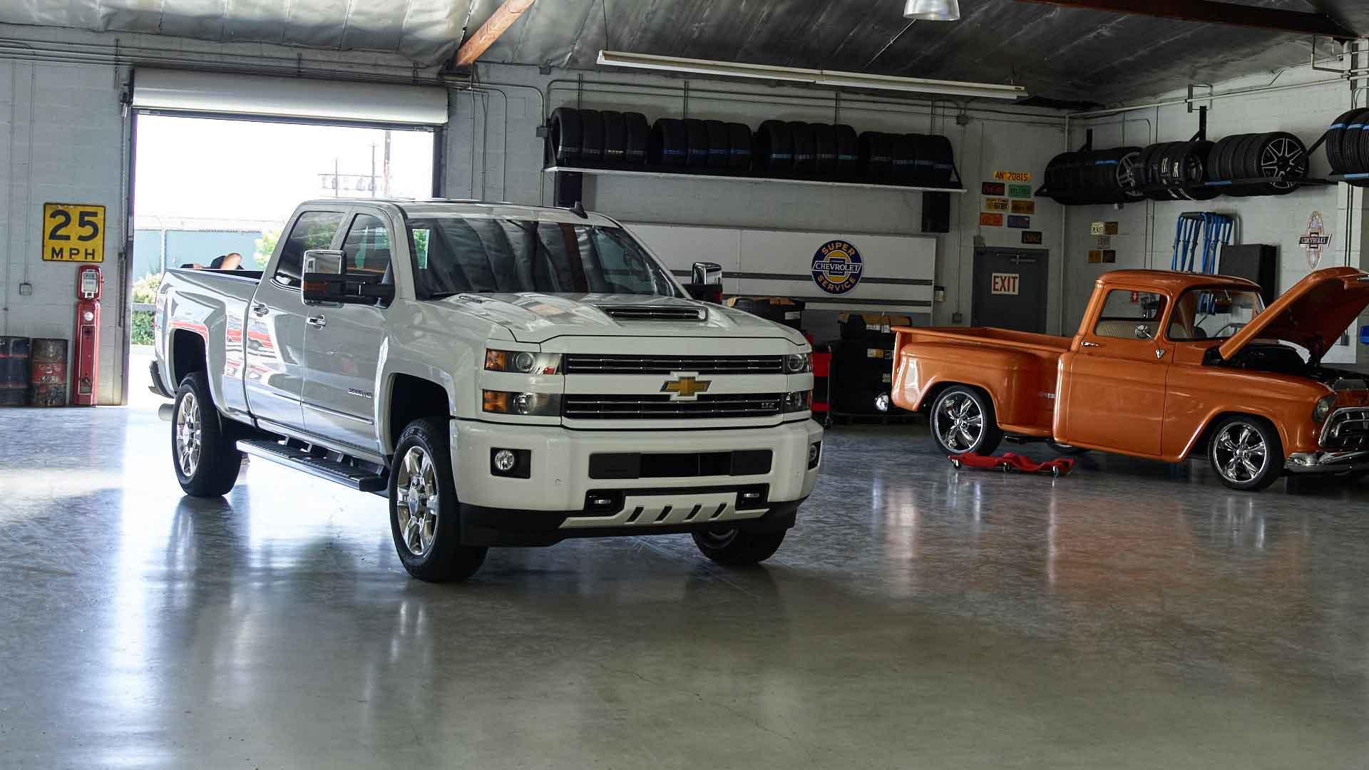 Duramax diesel allison transmission will power chevrolet s all new medium duty truck General motors medium duty trucks