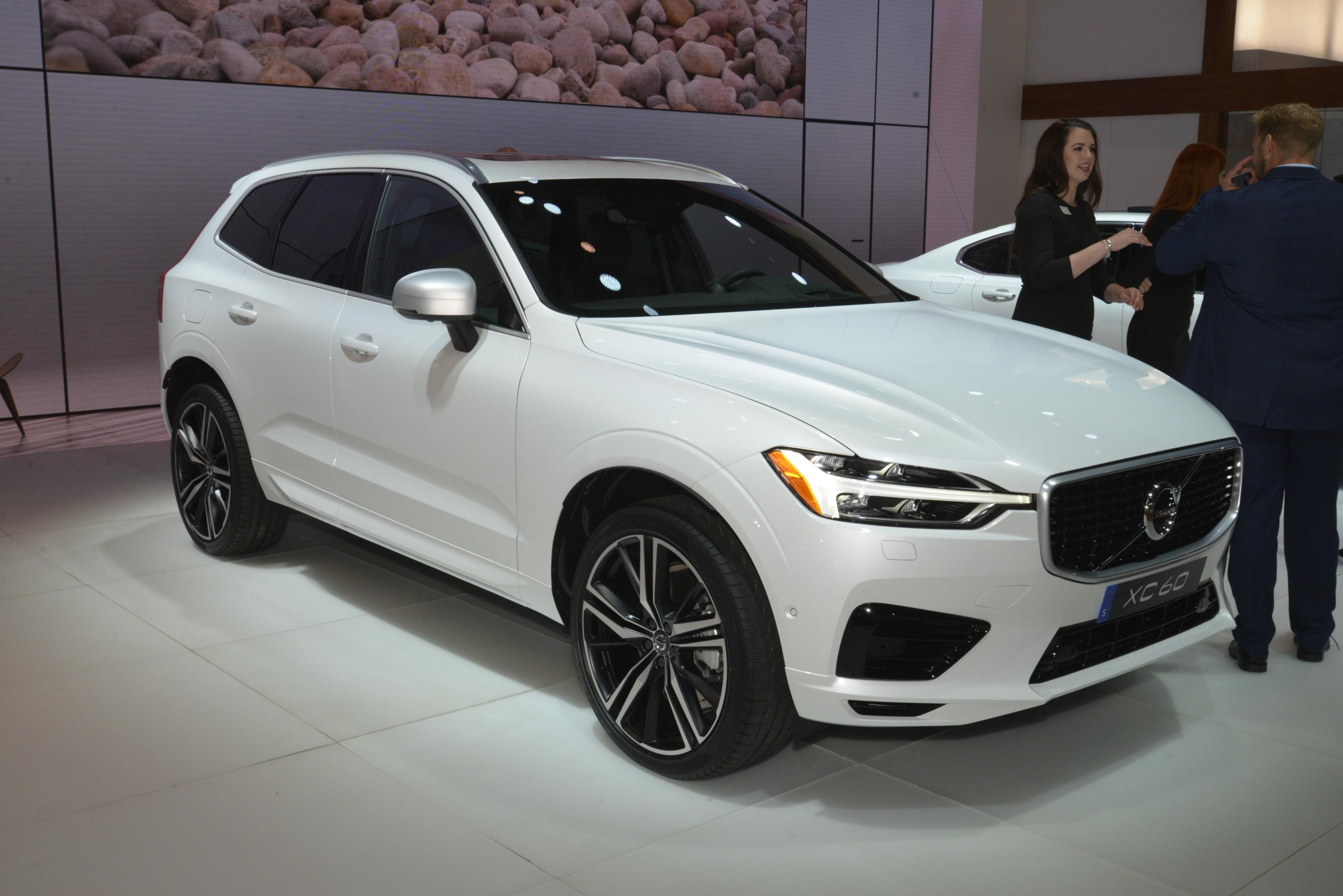 r raised volvo details plenty of se get our to road position the allows you on buyers see and automatic driving car review easy is drive guide test new used vehicle ahead came design