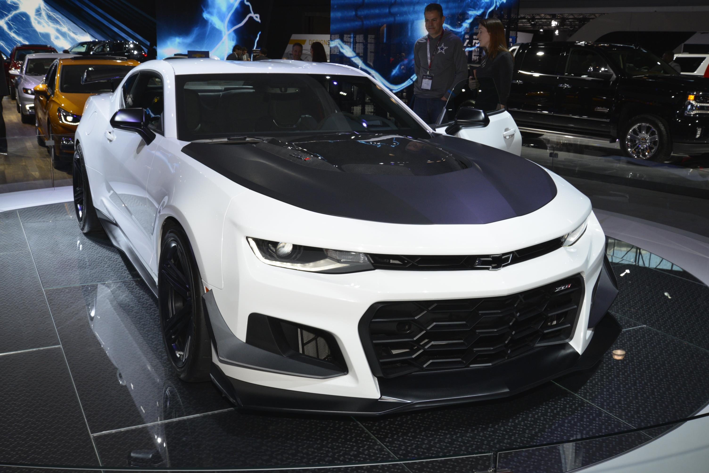 Chevrolet Camaro Zl1 1le Extreme Track Package Leads 2018 Lineup Myautoworld Com