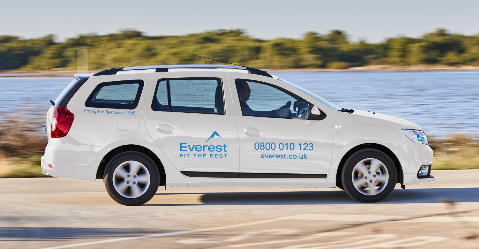 New dacia logan mcv provides a perfect fit for everest dacia new logan mcv in everest livery publicscrutiny Image collections