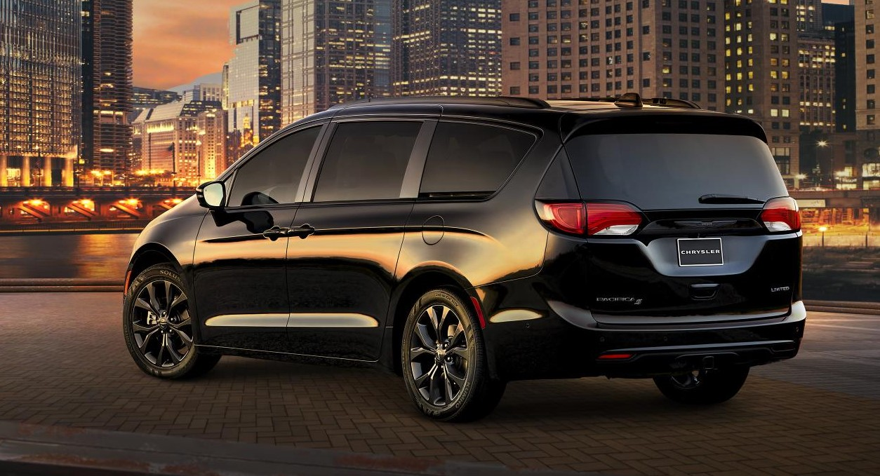 2018 chrysler pacifica s appearance package offers sporty look. Black Bedroom Furniture Sets. Home Design Ideas