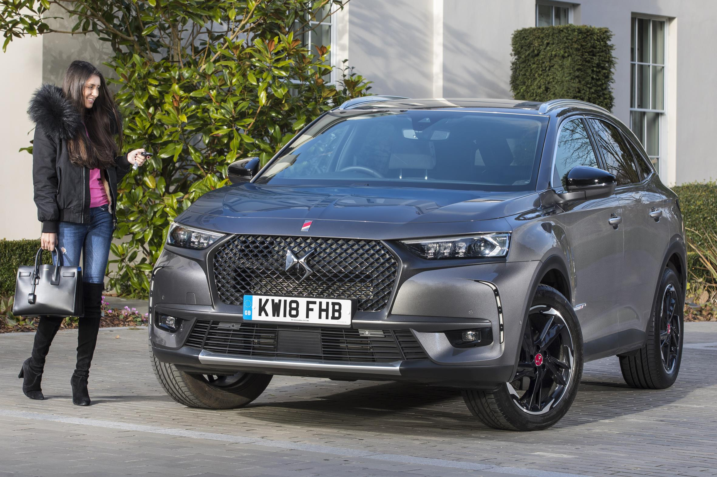 ds 7 crossback new suv innovative savoir faire from paris. Black Bedroom Furniture Sets. Home Design Ideas